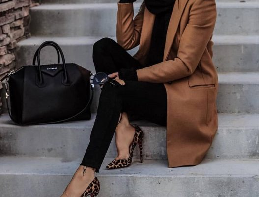 نحوه ترکیب کفش قهوه ای با لباس های مختلف